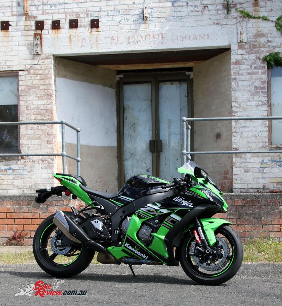 Bike Review Kawasaki Ninja ZX-10R 2016 (16)