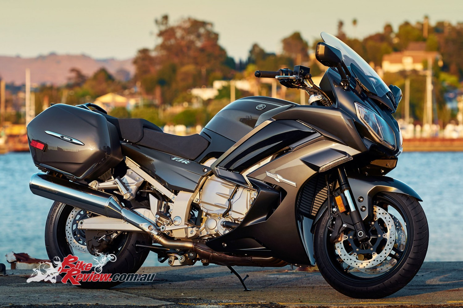 feature yamaha 39 s fjr1300 bike review. Black Bedroom Furniture Sets. Home Design Ideas