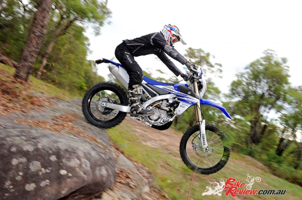 Bike Review 2016 Yamaha WR450F Actions (2)