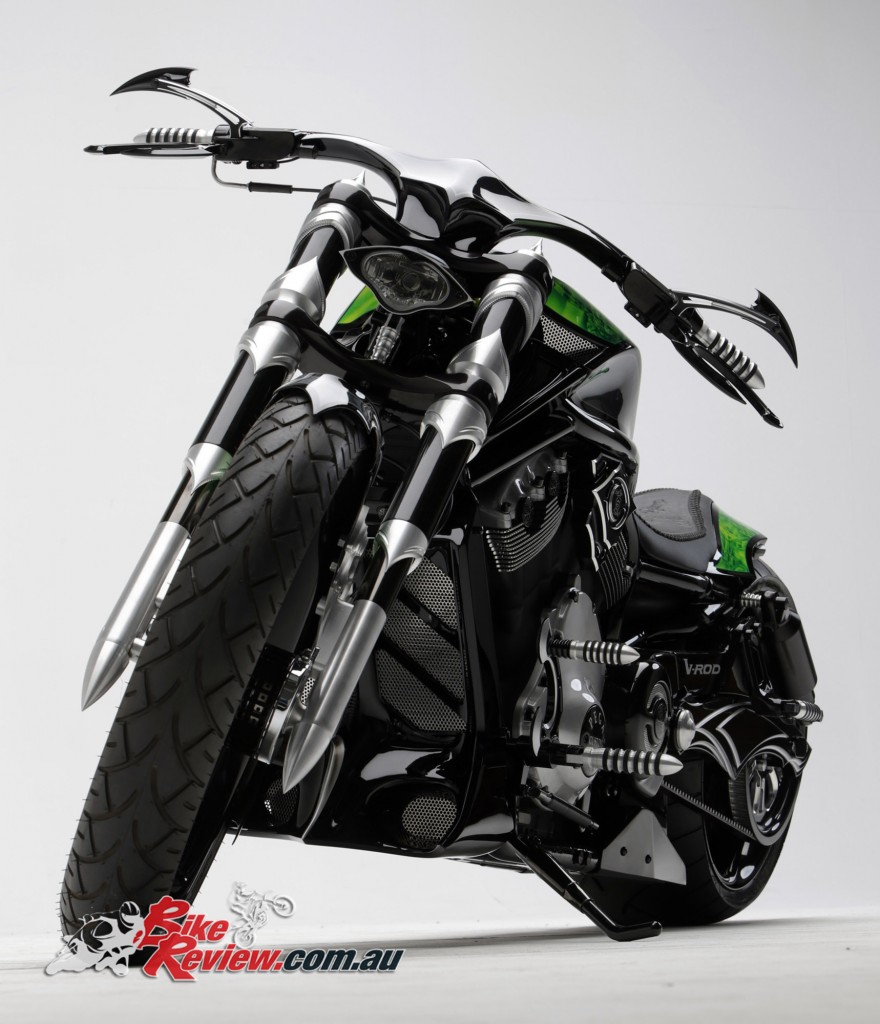 Bike Review PCC Custom HD V-Rod Neon Black (16)