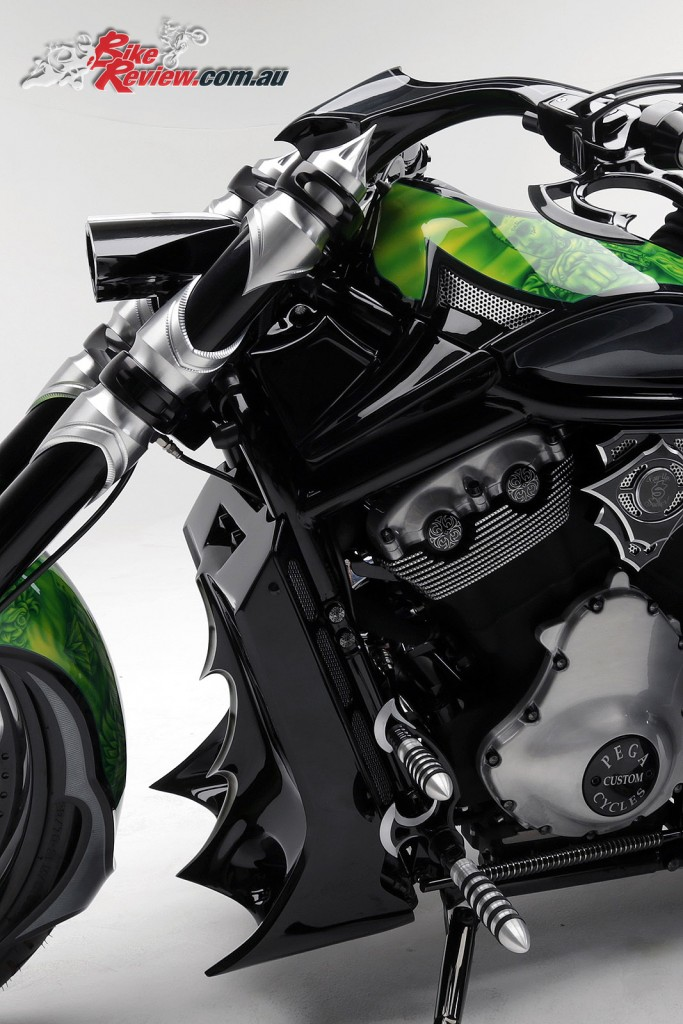 Bike Review PCC Custom HD V-Rod Neon Black Det (2)
