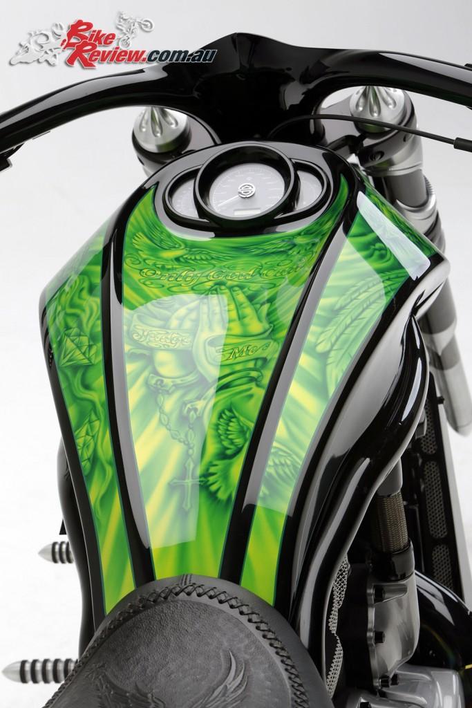 Bike Review PCC Custom HD V-Rod Neon Black Det (9) copy