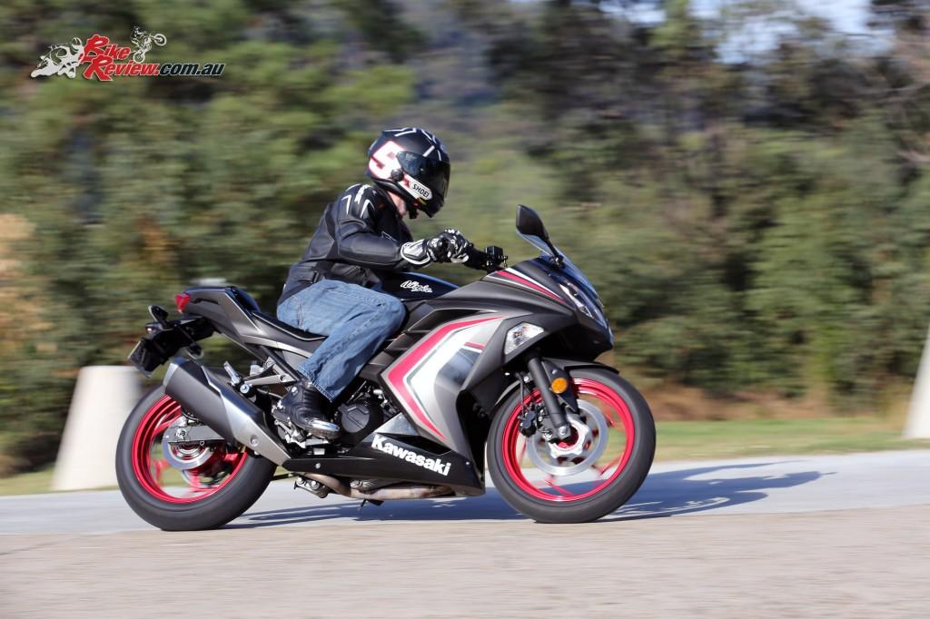 2016 Kawasaki Ninja 300 Action (7)