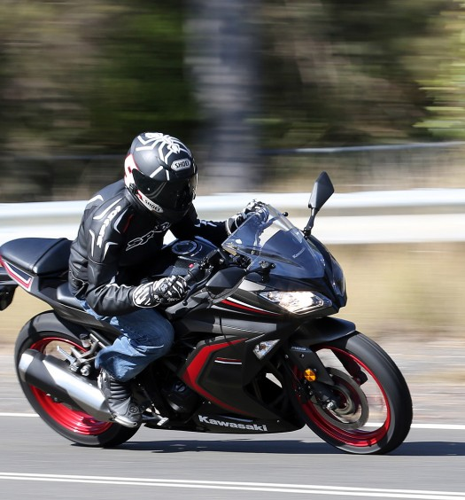 2016 Kawasaki Ninja 300 Action (8)