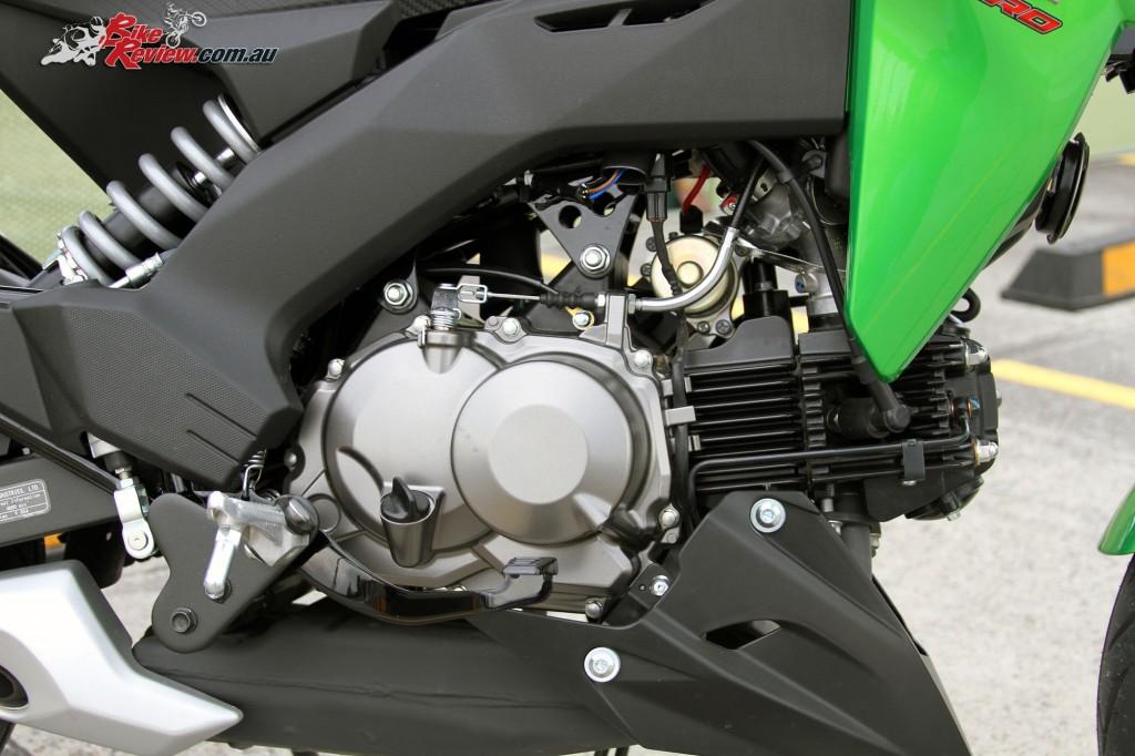 2016 Kawasaki Z125 Pro Bike Review Det (3)