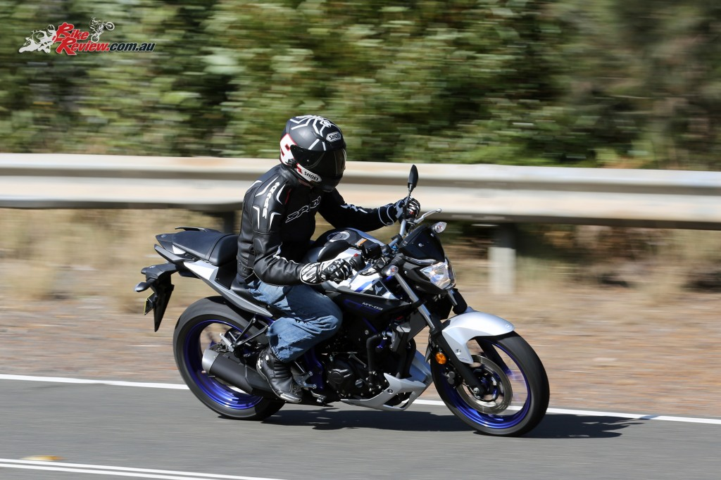 2016 Yamaha MT-03 Bike Review Actions (11)