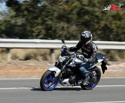 2016 Yamaha MT-03 Bike Review Actions (12)