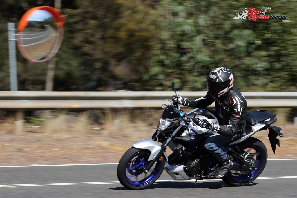 2016 Yamaha MT-03 Bike Review Actions (14)