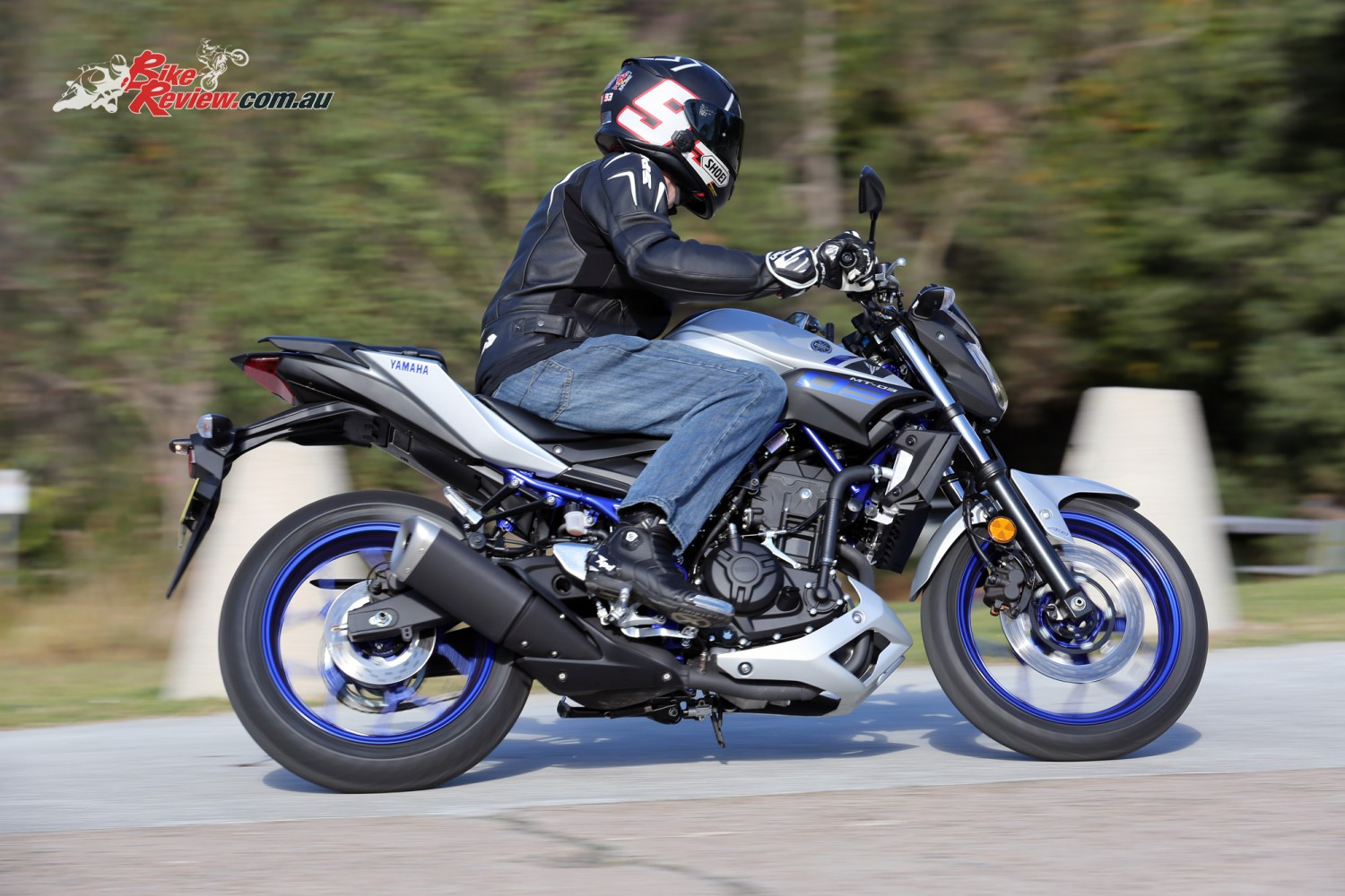2016 yamaha mt 03 review bike review. Black Bedroom Furniture Sets. Home Design Ideas