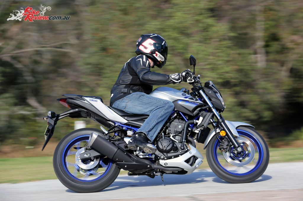 2016 Yamaha MT-03 Bike Review Actions (4)