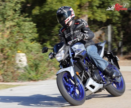 2016 Yamaha MT-03 Bike Review Actions (6)
