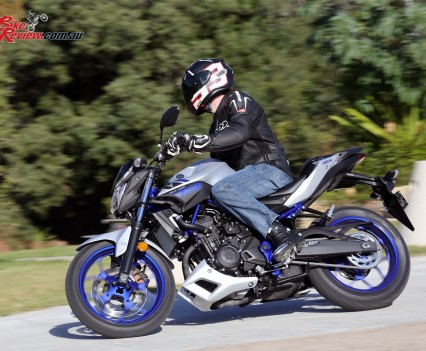 2016 Yamaha MT-03 Bike Review Actions (7)