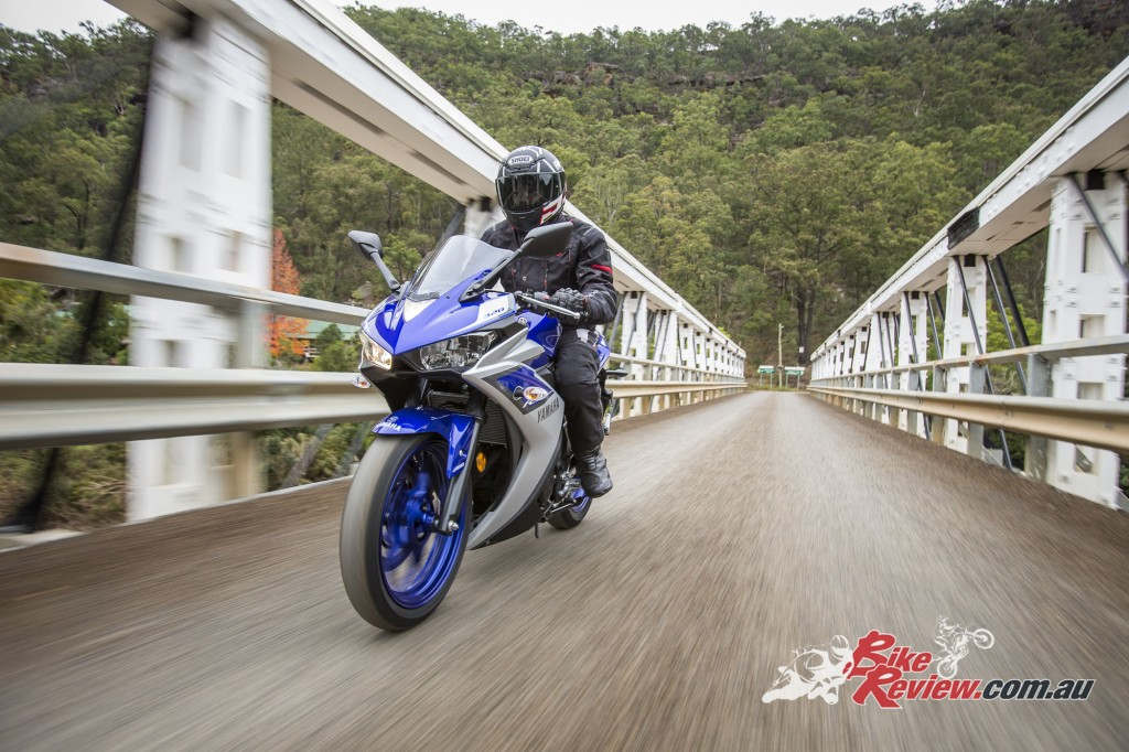 2016 Yamaha YZF-R3 Bike Review Actions (2)