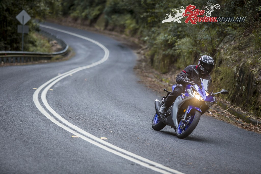 2016 Yamaha YZF-R3 Bike Review Actions (3)