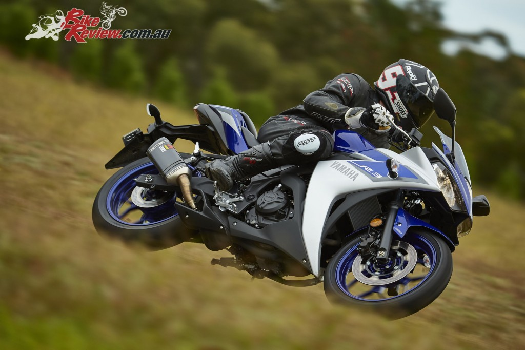 2016 Yamaha YZF-R3 Bike Review Actions (8)