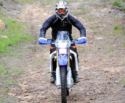 Bike Review 2016 Yamaha WR250R Actions (5)