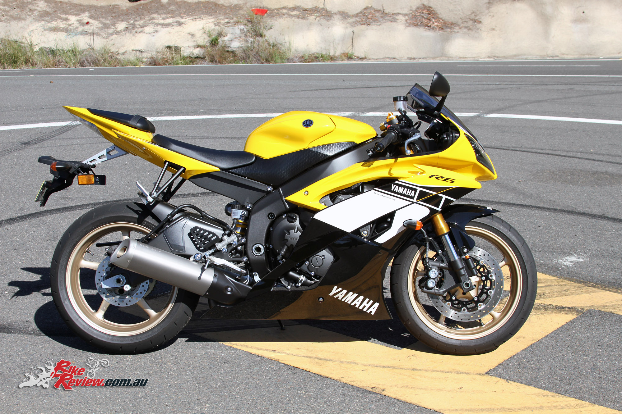 SPECIFICATIONS 2016 Yamaha YZF R6 Special Edition 60th Anniversary