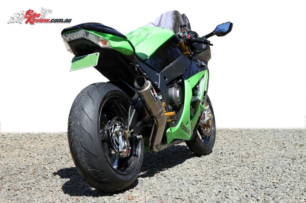 Bike Review Titanium Kawasaki ZX-10R Statics 11
