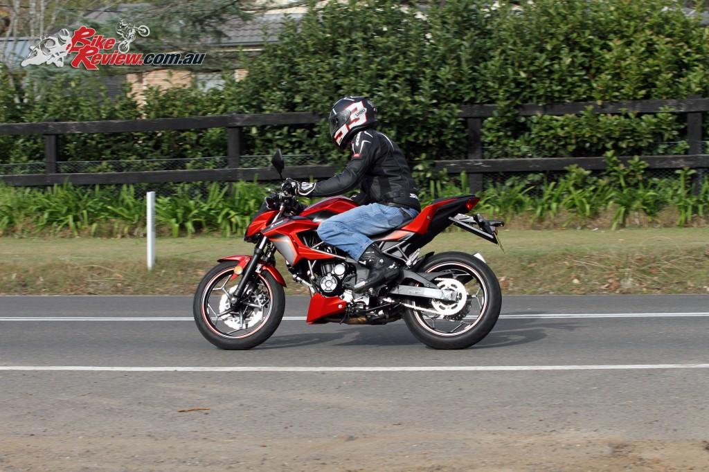 2016 Kawasaki Z250 SL Bike Review (2)