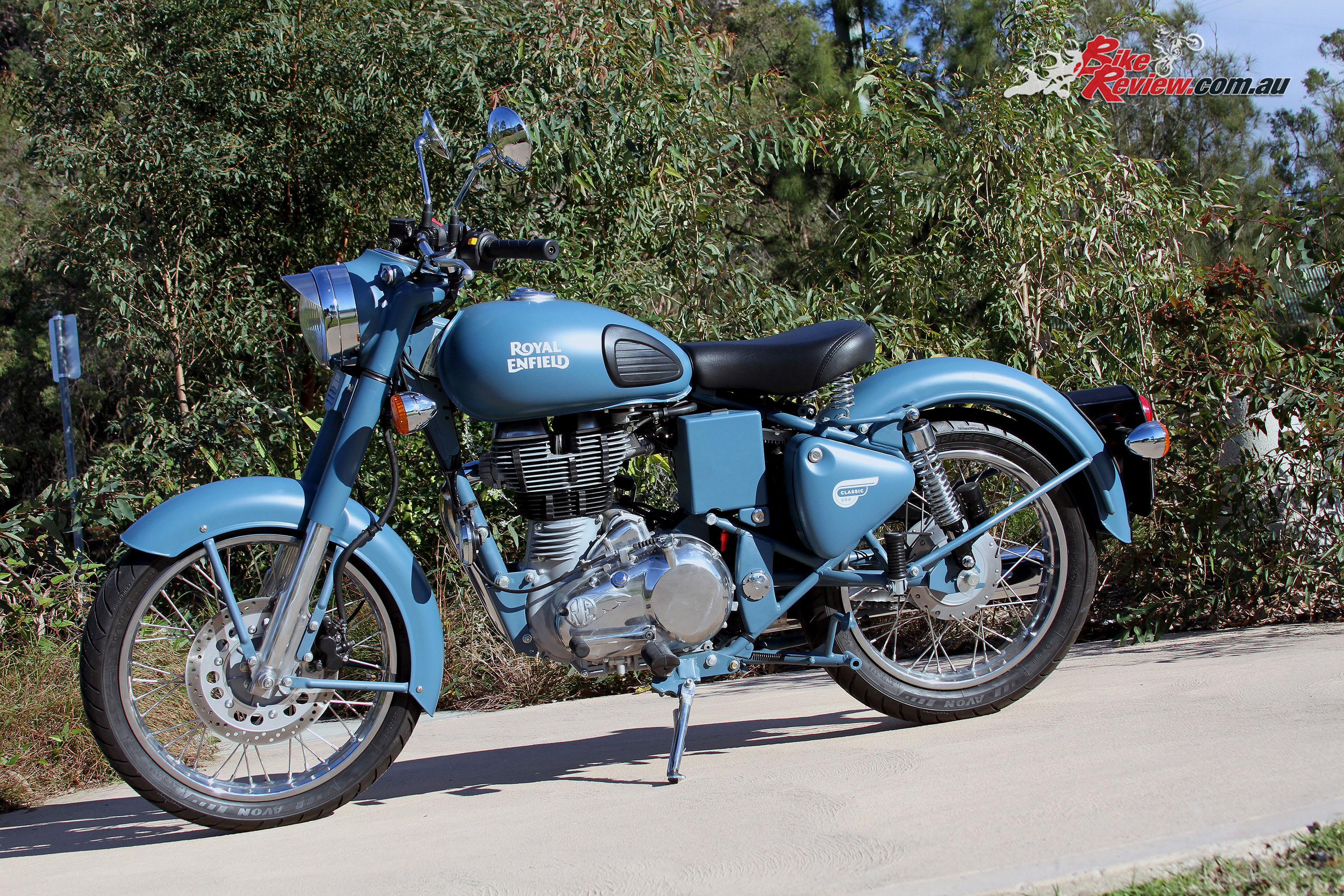 review 2016 royal enfield classic squadron blue bike review. Black Bedroom Furniture Sets. Home Design Ideas