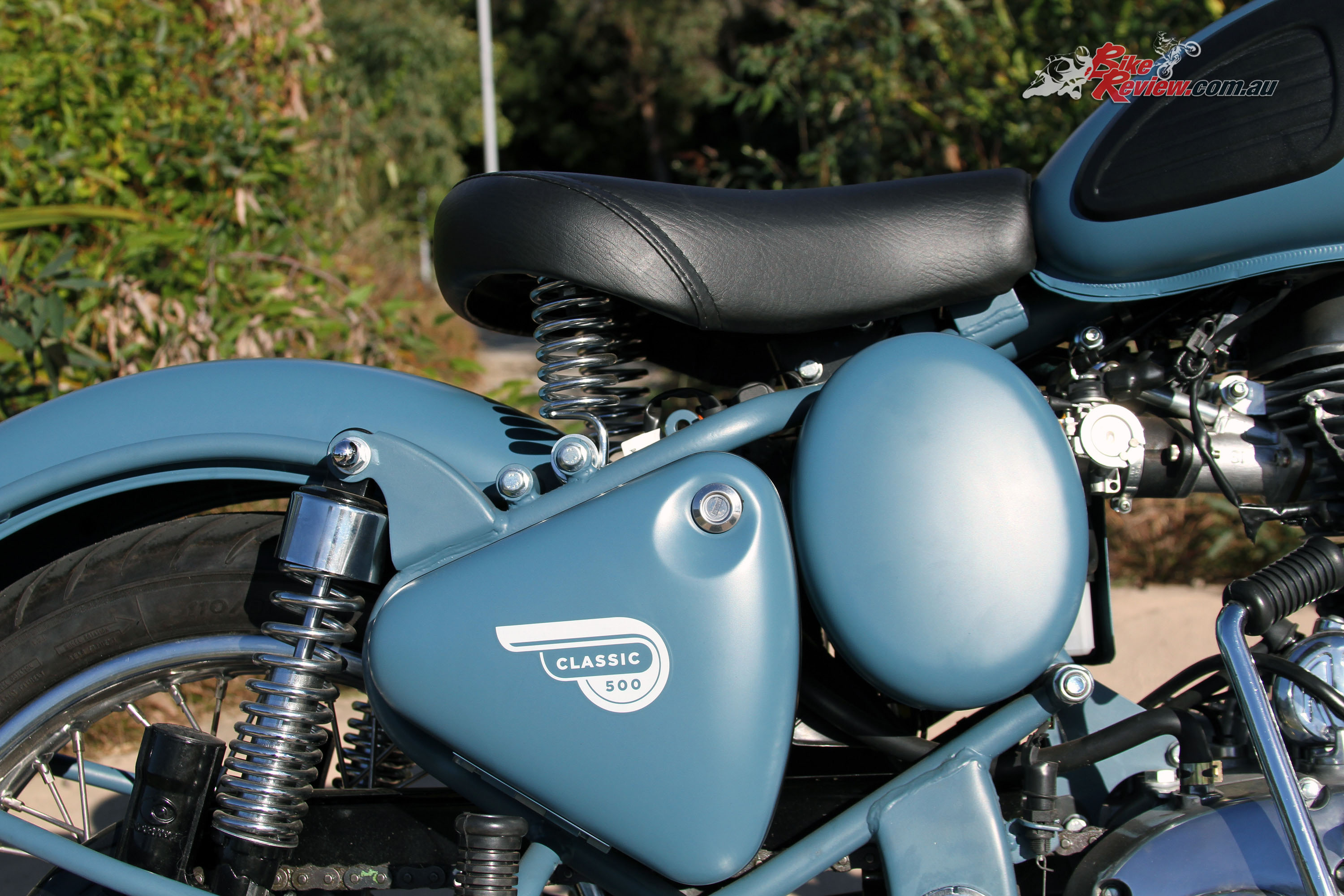 Review 2016 Royal Enfield Classic Squadron Blue Bike Review