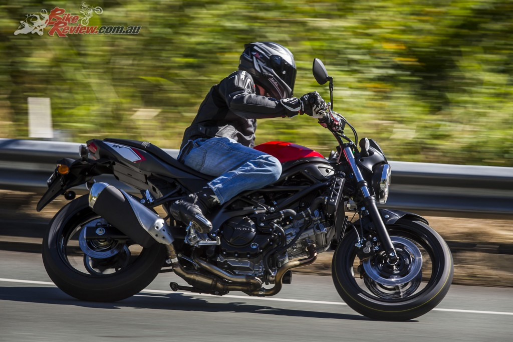 2017 Suzuki SV650 LAMS Bike Review Action (21)