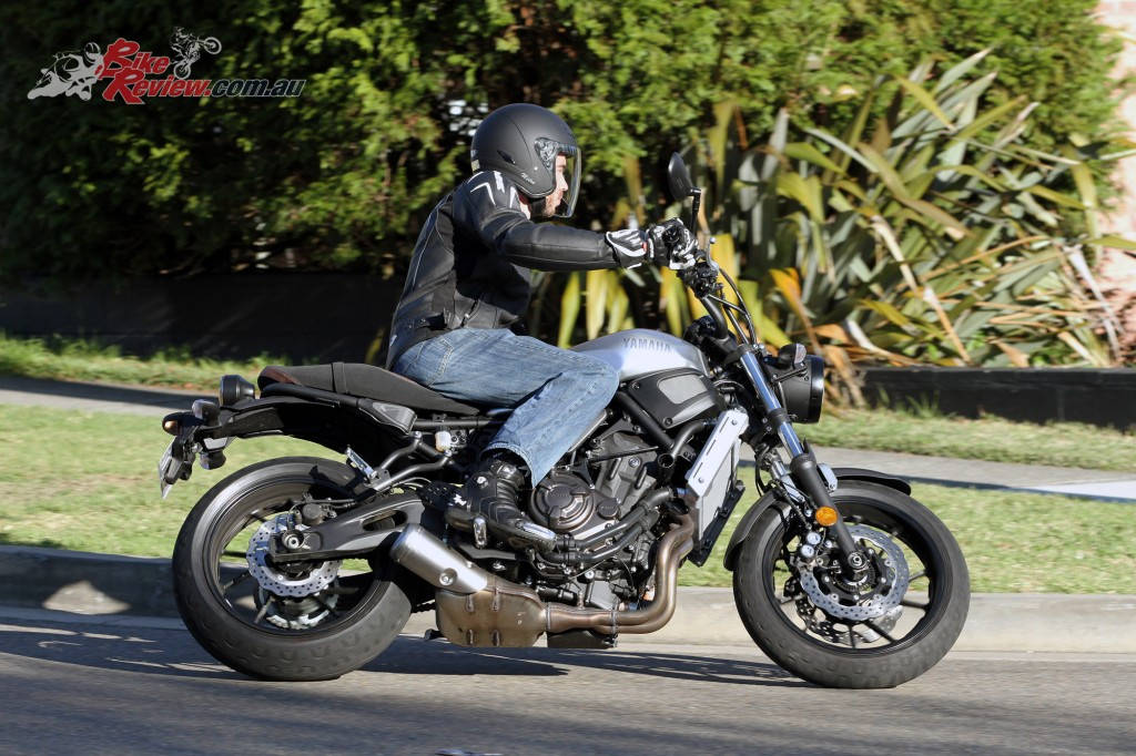 2016 Yamaha XSR700 Bike Review Action (20)