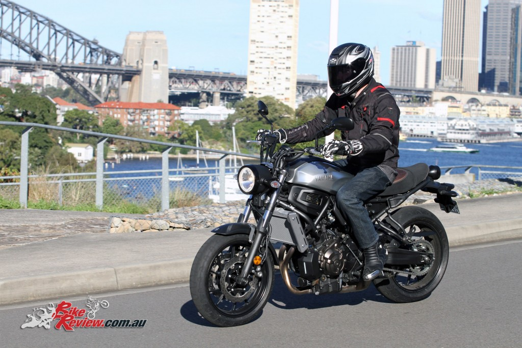 2016 Yamaha XSR700 Bike Review Action (3)