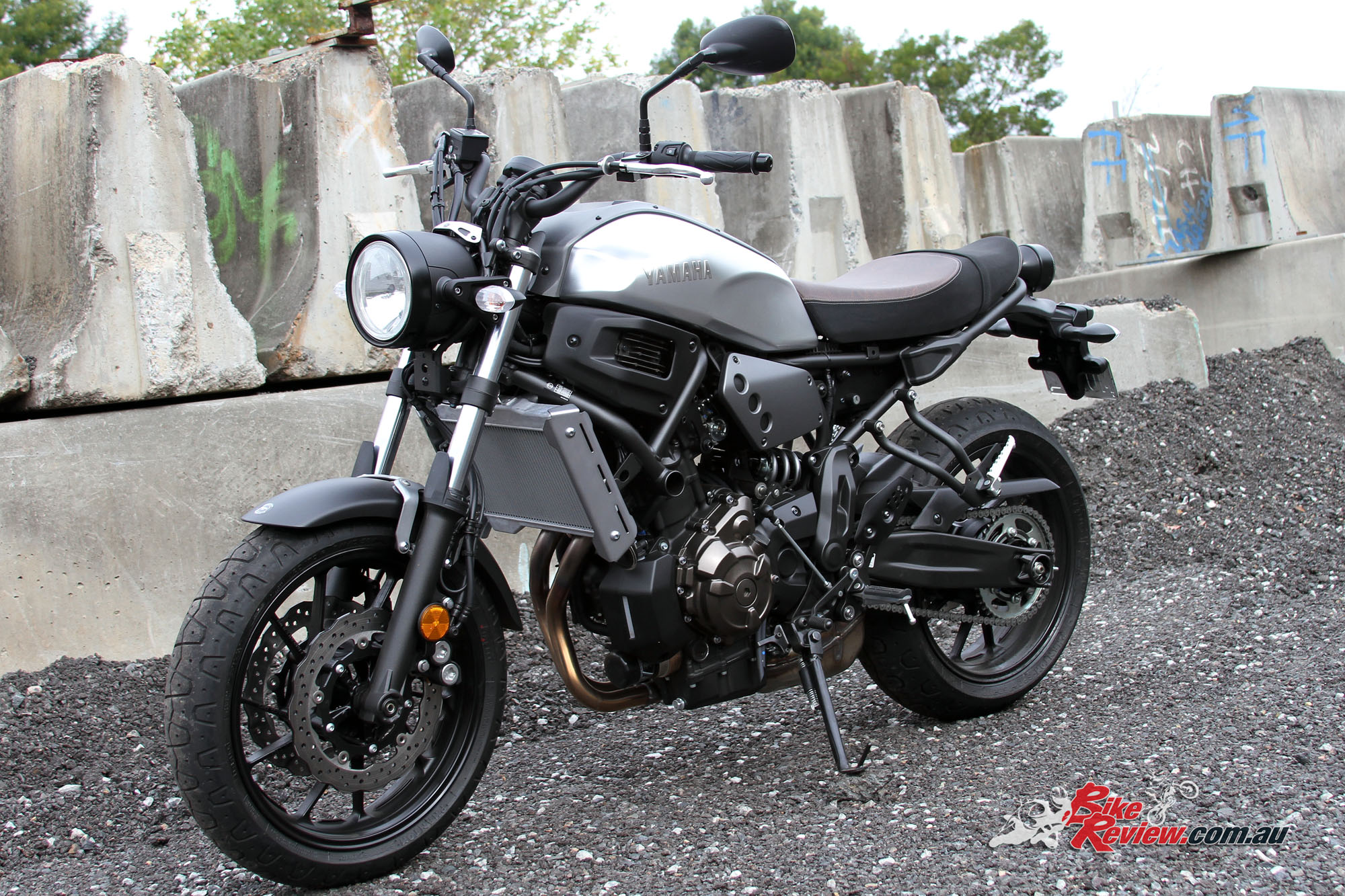 review 2016 yamaha xsr700 lams bike review. Black Bedroom Furniture Sets. Home Design Ideas