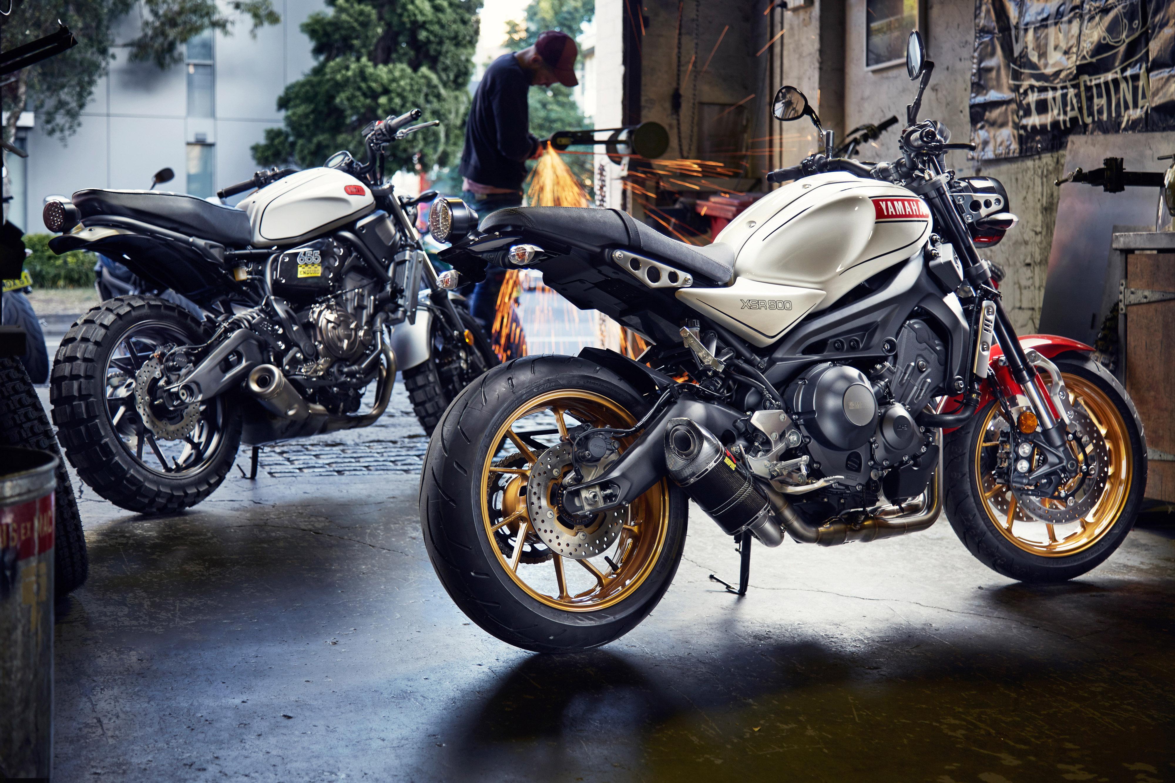 Yamaha xsrs take throttle roll bike review for Yamaha xsr900 price