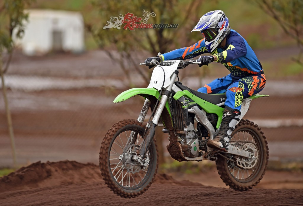 2017 Kawasaki KX250F Bike Review Action (20)