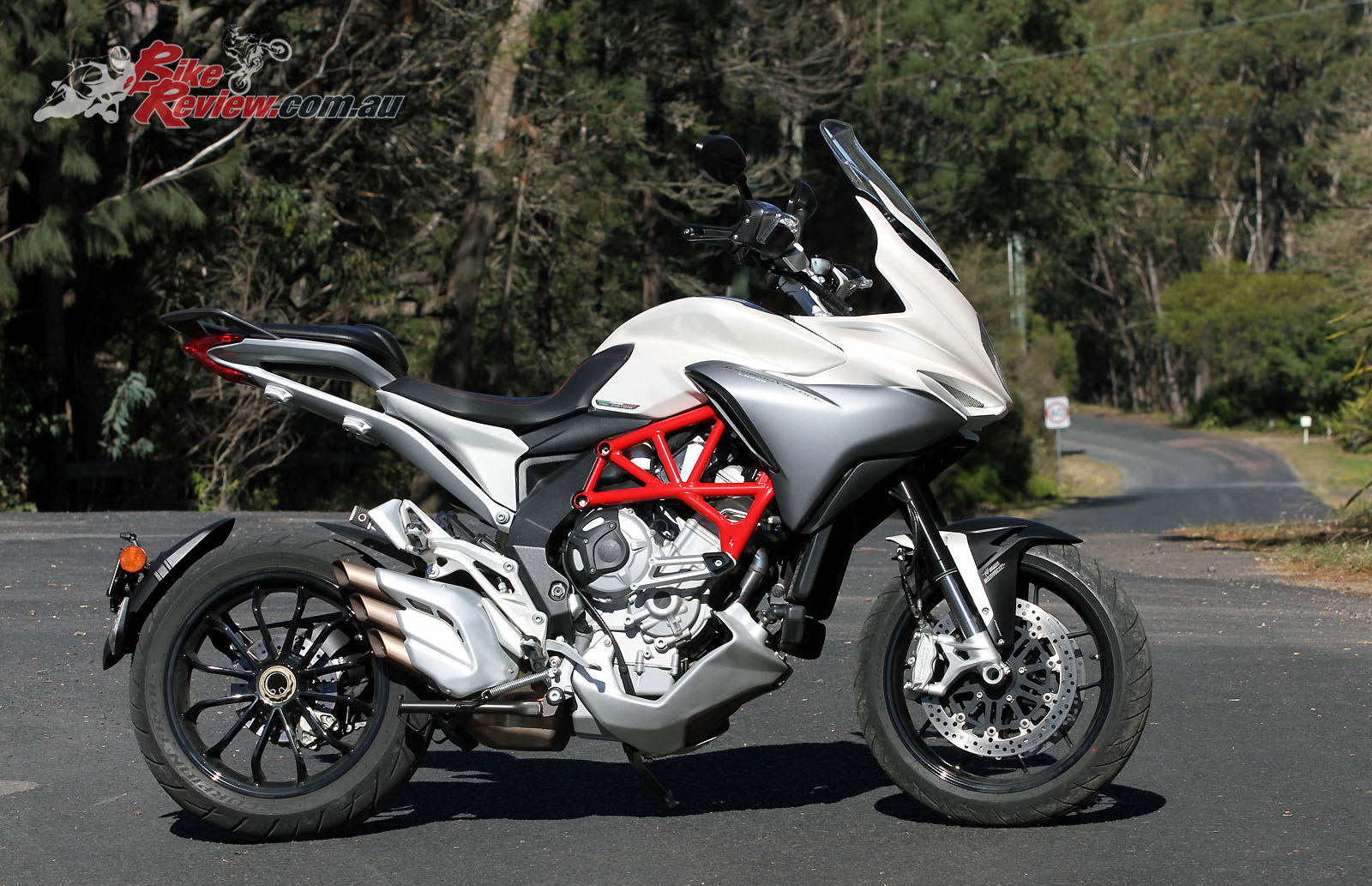 review 2016 mv agusta turismo lusso bike review. Black Bedroom Furniture Sets. Home Design Ideas