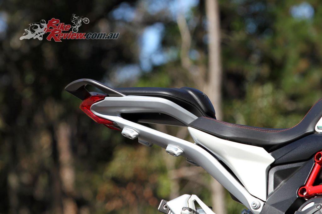 2016 MV Agusta Turismo Veloce Lusso 800 - Bike Review (22)