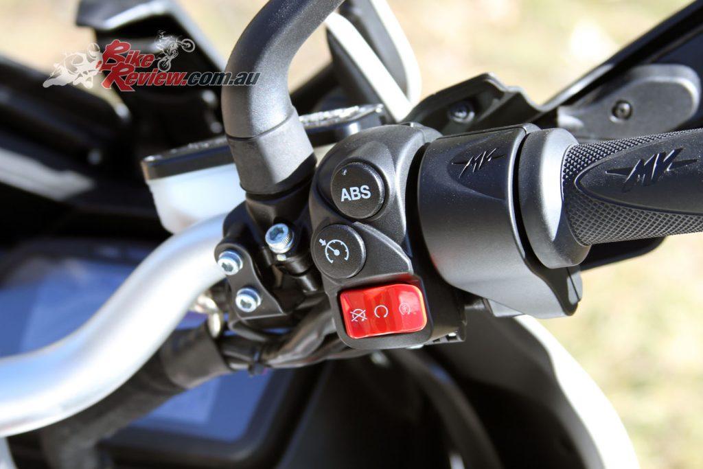 2016 MV Agusta Turismo Veloce Lusso 800 - Bike Review (34)