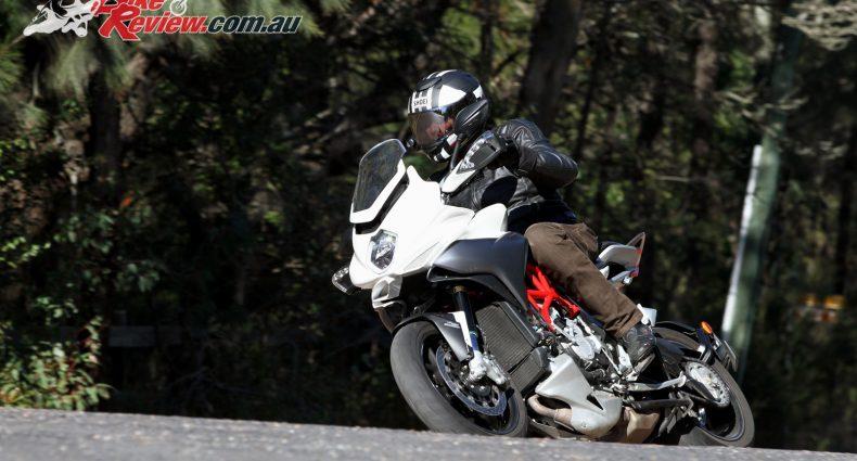 2016 MV Agusta Turismo Veloce Lusso 800 - Bike Review (6)