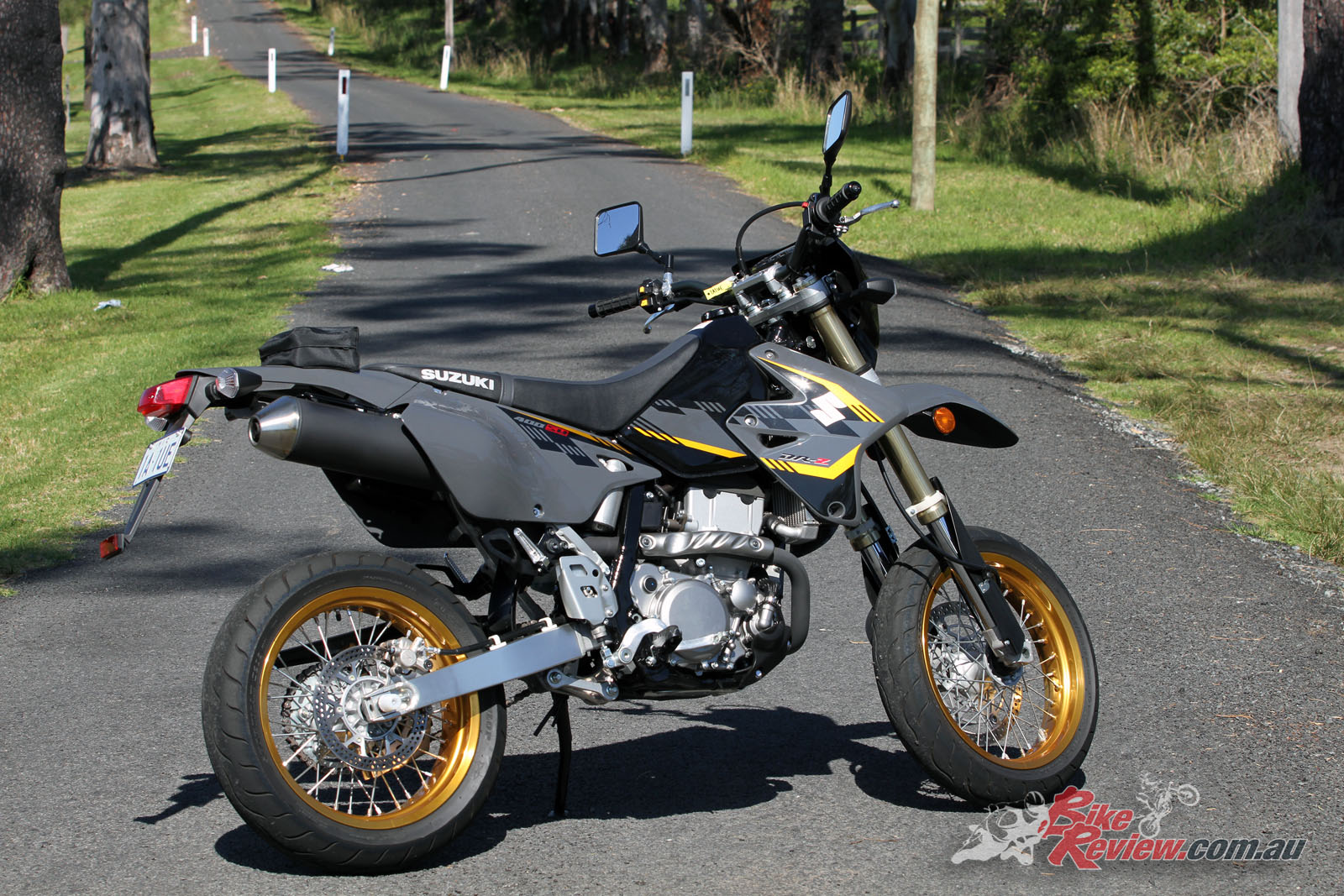 review 2017 suzuki dr z400sm bike review. Black Bedroom Furniture Sets. Home Design Ideas