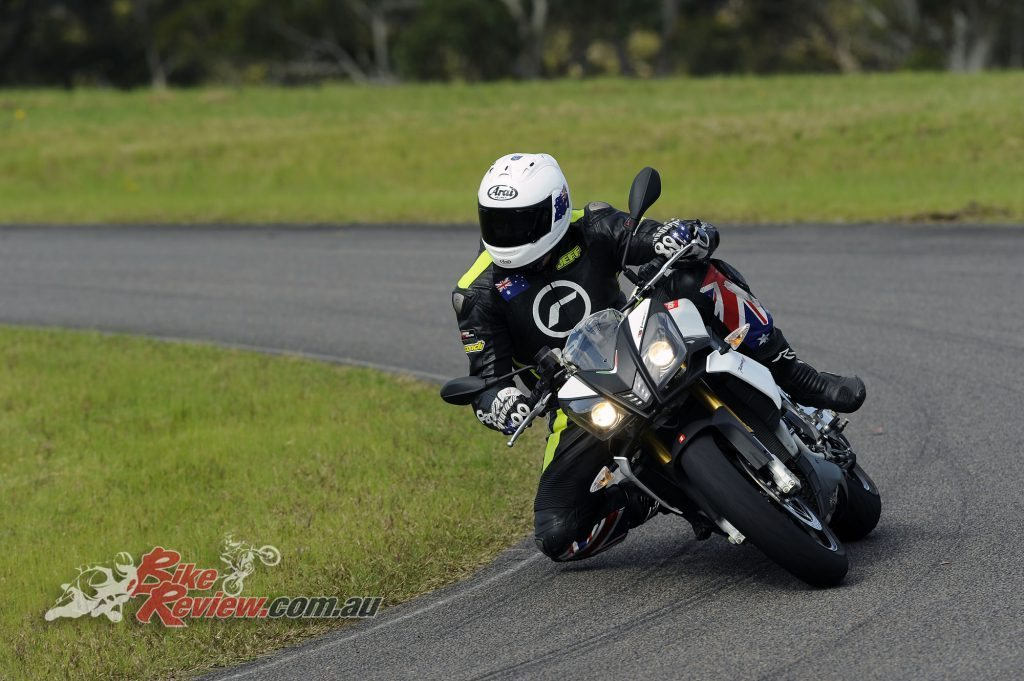 Big Bore Nakedbike - Aprilia Tuono V4 - Bike Review (7) copy