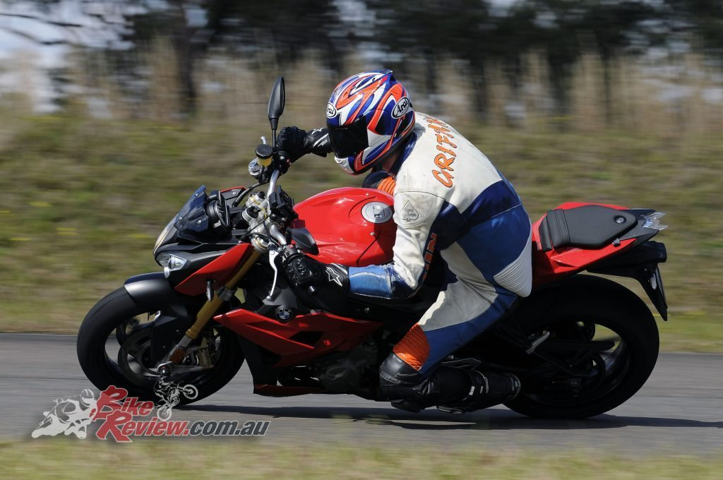 Big Bore Nakedbike - BMW S 1000 R - Bike Review (2) copy