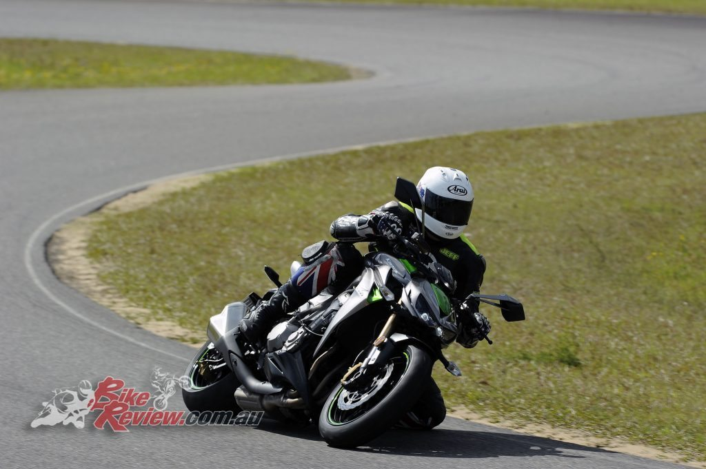 Big Bore Nakedbike - Kawasaki Z1000 - Bike Review (6) copy