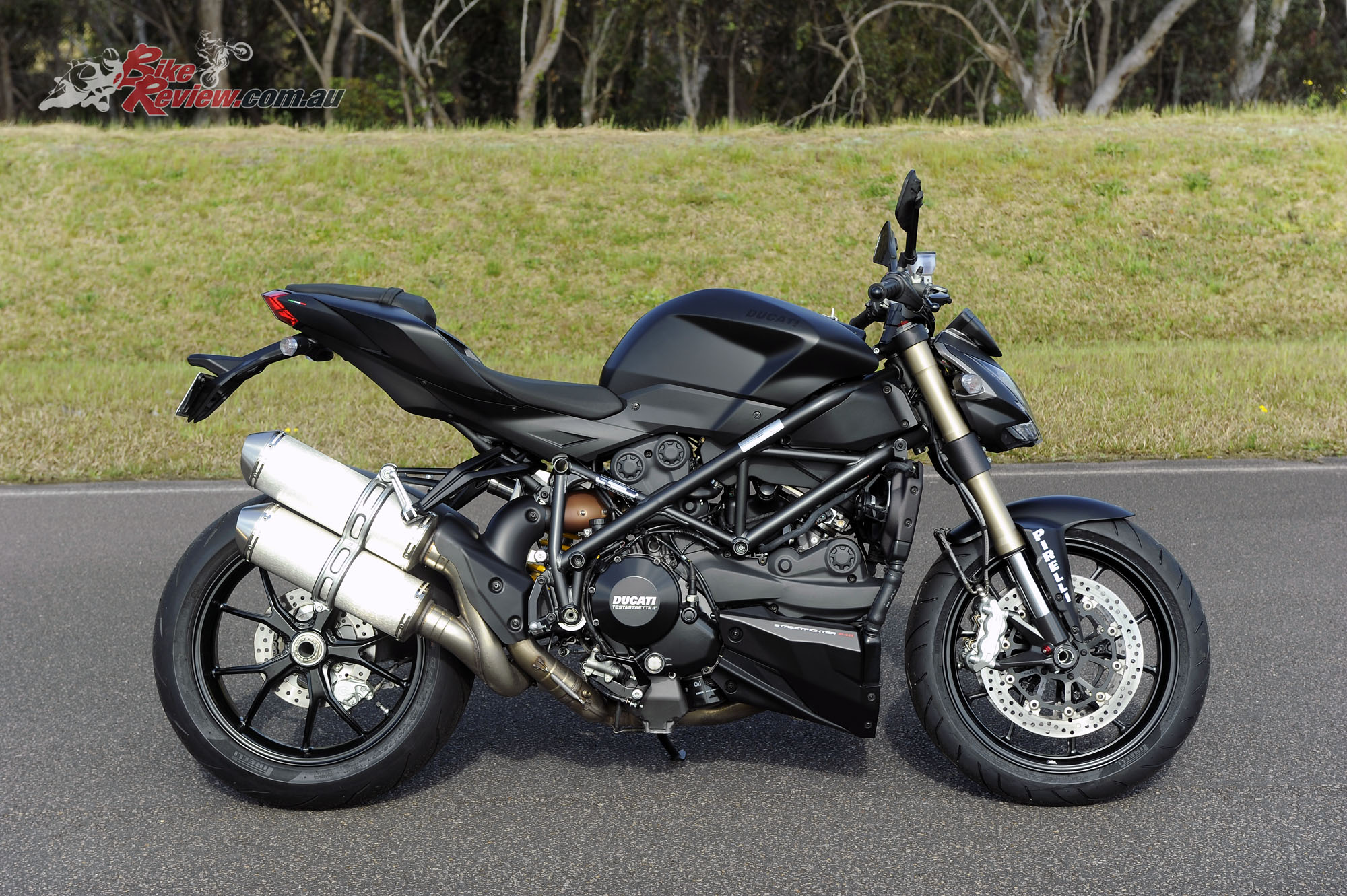 Mid-capacity Nakedbike Comparo - Ducati 848 Streetfighter - Bike Review