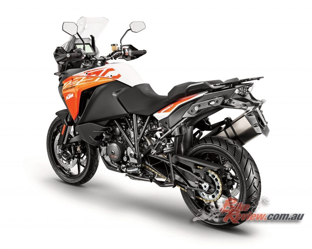 2017 KTM 1290 Super Adventure S features a new windscreen coating to prevent glare and fingerprints, with easy adjustability.
