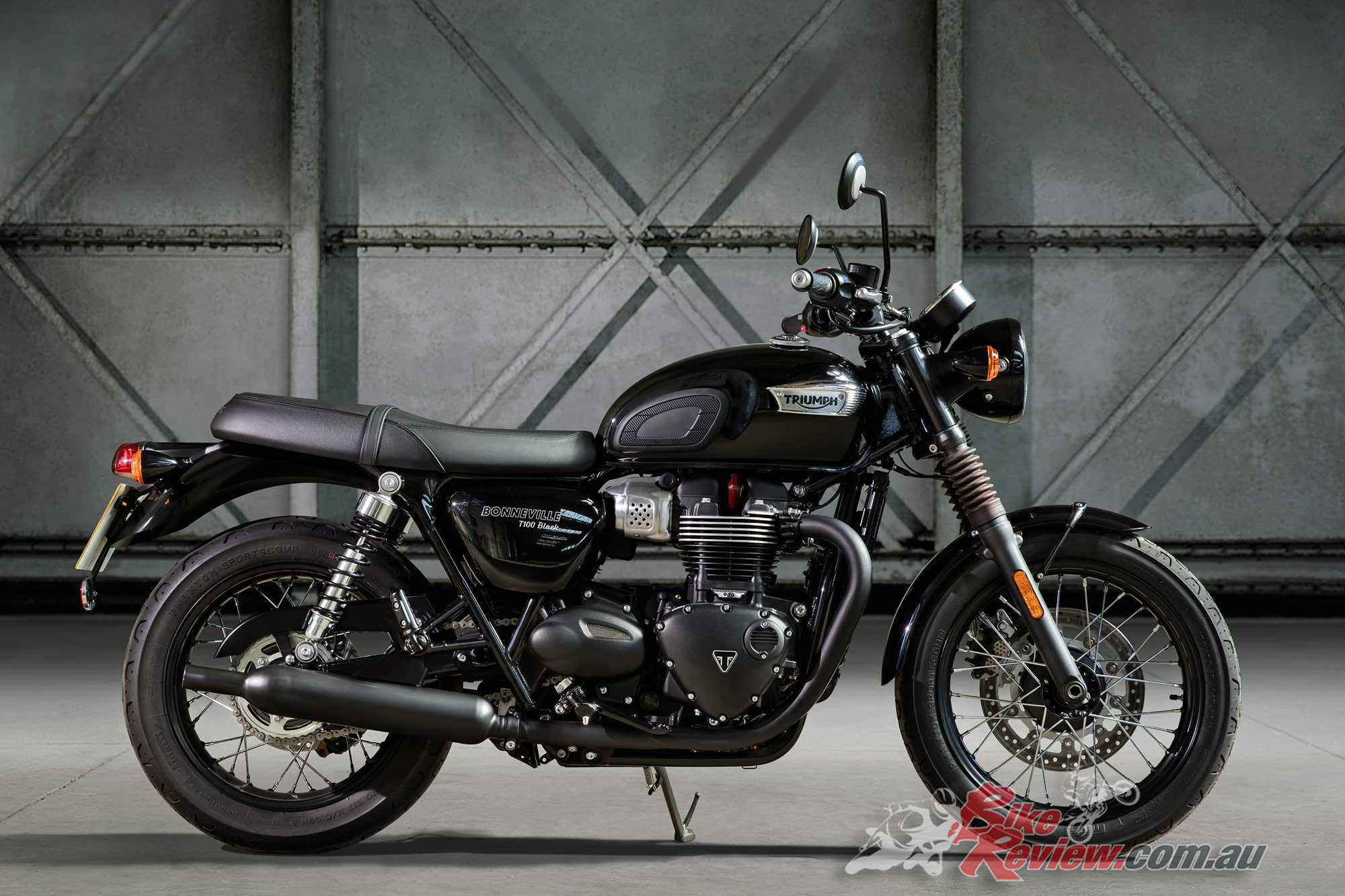 all new triumph bonneville t100 t100 black bike review. Black Bedroom Furniture Sets. Home Design Ideas