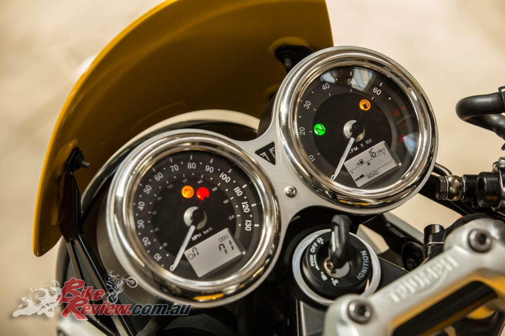2017 Triumph Street Cup, dual clocks, analogue needles, digital displays