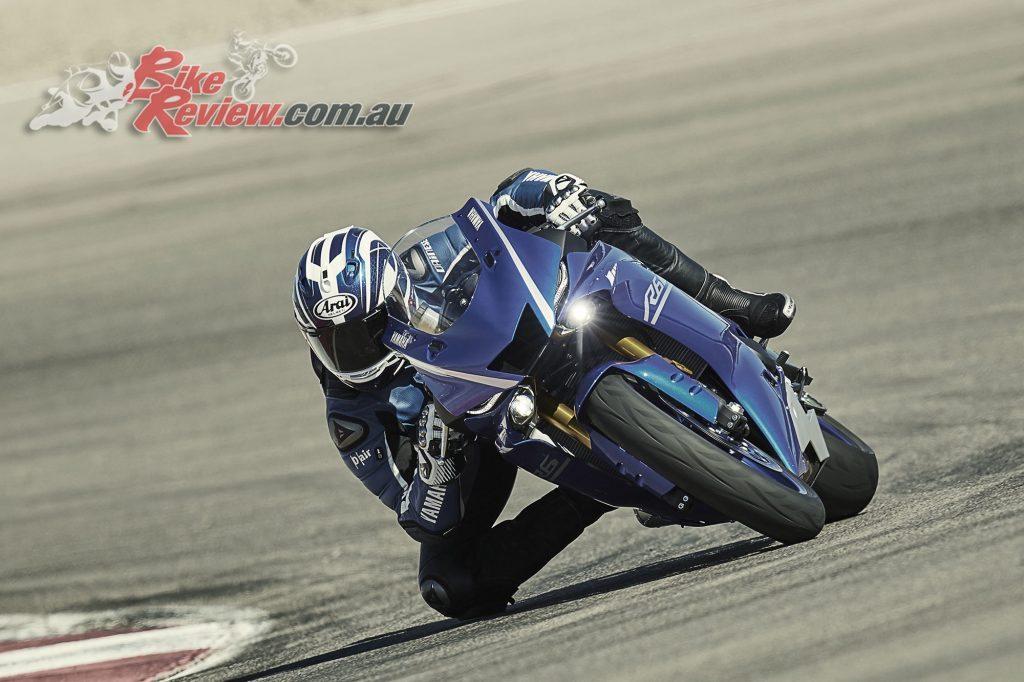 2017 Yamaha YZF-R6, Racing Blu in action.