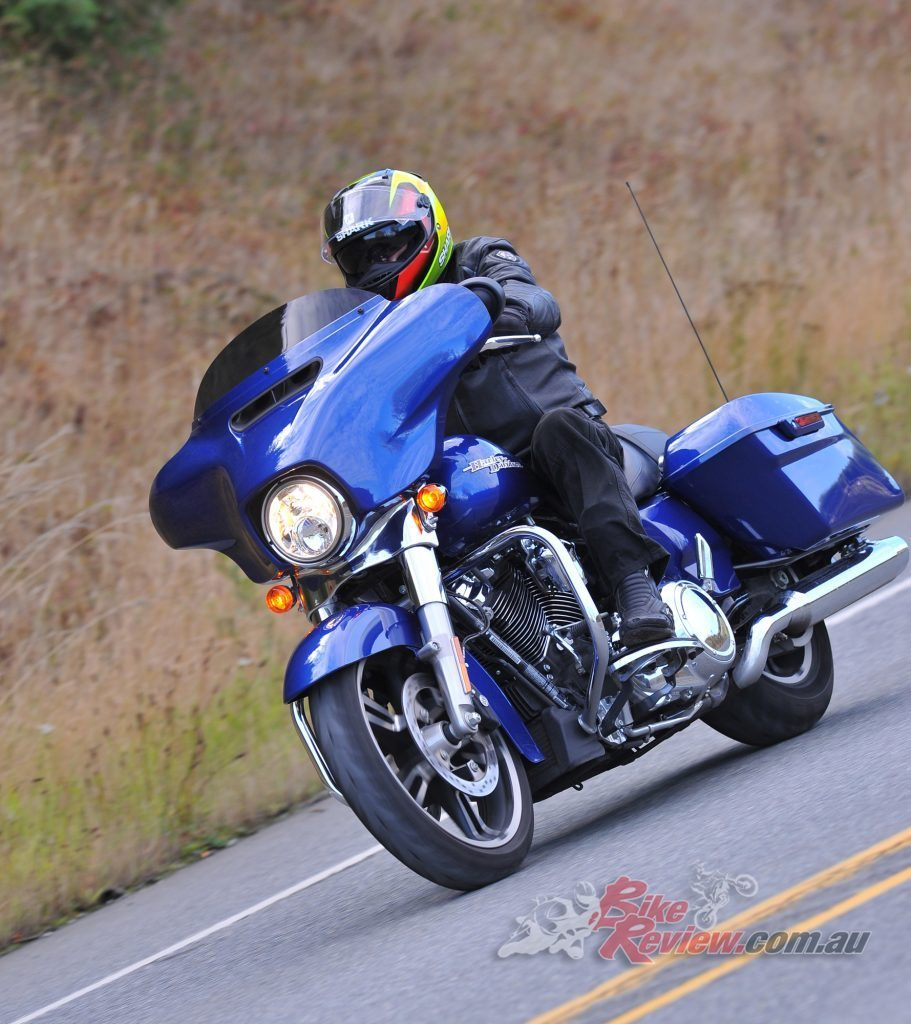 Harley-Davidson-Street-Glide-Special-Lean