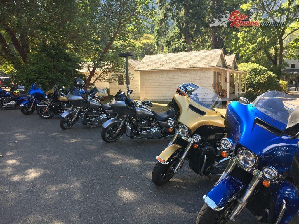 Harley-Davidson-touring-bikes-group-atmos2