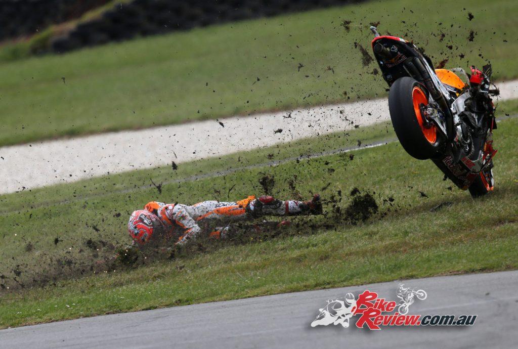 Marc Marquez crashes from lead, Phillip Island MotoGP 2016