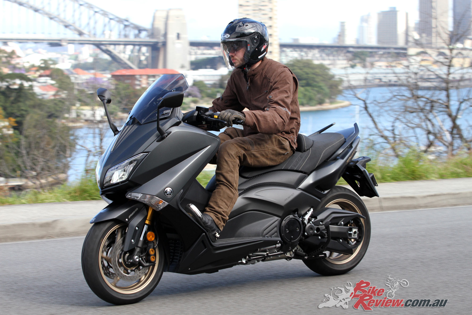 review 2016 yamaha tmax 530 39 iron max 39 bike review. Black Bedroom Furniture Sets. Home Design Ideas