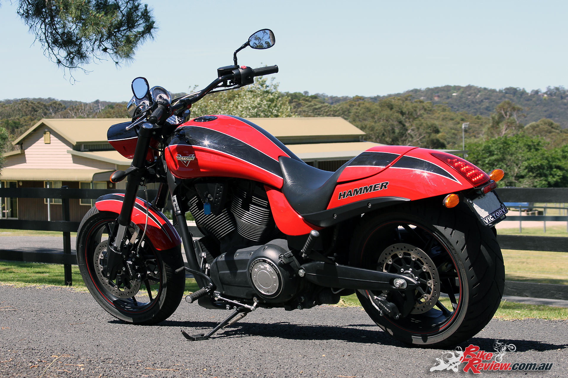 Review 2016 victory hammer s bike review for Victory motors big bob