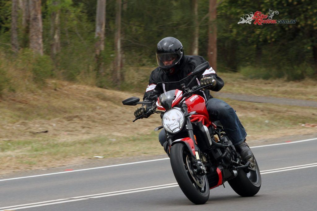 2016-Ducati-Monster-1200-R-194